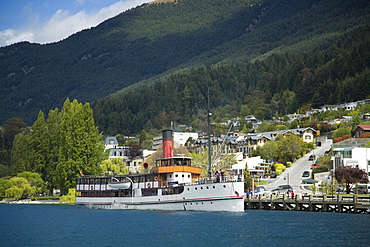 Steamer Earnslaw on Lake Wakatipu approaching wharf, Queenstown, Otago, South Island, New Zealand, Pacific