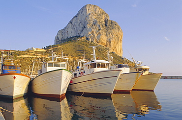 Calpe, Penon de Ifach in background, Costa Blanca, Valencia, Spain, Europe