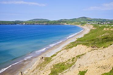 View across bay from Trwyn y Penrhyn to Aberdaron on the Lleyn Peninsula (Pen Llyn), Gwynedd, North Wales, Wales, United Kingdom, Europe