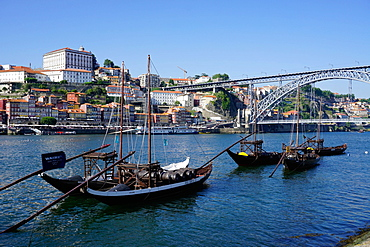The Bishop's Palace with the Ribeira Quay and Ponte de Dom Luis I bridge over River Douro, Porto (Oporto), Portugal, Europe