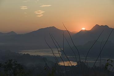 Mekong River at sunset, Luang Prabang, Laos, Indochina, Southeast Asia, Asia