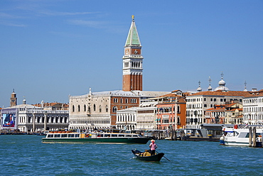 Gondola and gondolier on San Marco Basin, with Palazzo Ducale, San Marco Campanile, and Danieli Hotel in the background, Venice, UNESCO World Heritage Site, Veneto, Italy, Europe
