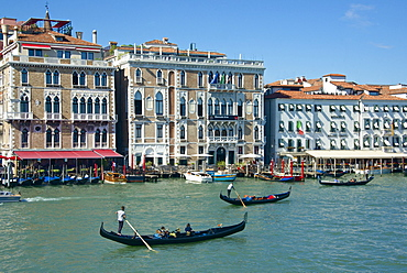 Gondolas, gondoliers and tourists, Hotel Bauer and palace facades on the Grand Canal, Venice, UNESCO World Heritage Site, Veneto, Italy, Europe