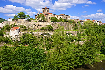 Perched medieval village, Saint Vincent church dating from the 12th century, and Allier River, Vieille Brioude, Auvergne, Haute Loire, France, Europe