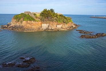 Saint Quai Portrieux (St. Quay Portrieux), the coast towards Paimpol, Cotes d'Armor, Brittany, France, Europe