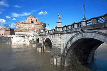 The Ponte San Angelo and Hadrian's Tomb, UNESCO World Heritage Site, Rome, Lazio, Italy, Europe
