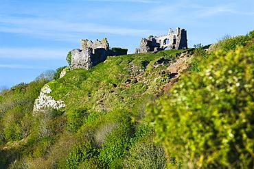 Pennard Castle overlooking Three Cliffs Bay, Gower, Wales, United Kingdom, Europe