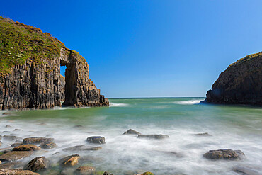Church Doors Cove, Skrinkle Haven, Pembrokeshire Coast, Wales, UK - 696-905