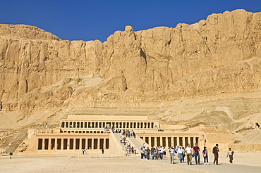 Tourists visiting the rebuilt Temple of Hatshepsut, Deir el Bahari, West bank of the River Nile, Thebes, UNESCO World Heritage Site, Egypt, North Africa, Africa
