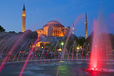 The Blue Mosque (Sultan Ahmet Camii) with domes and minarets, fountains and gardens in foreground, floodlit at night, Sultanahmet, central Istanbul, Turkey, Europe