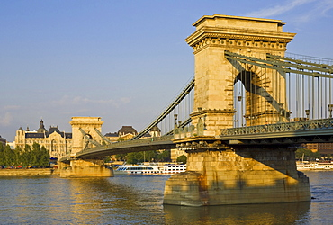 The Chain Bridge (Szechenyi Lanchid), over the River Danube with the Gresham Hotel and cruise boats behind, Budapest, Hungary, Europe