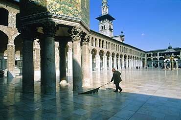 Syria, Damascus, The Omayyad Mosque Built By Khalif Walid The First And 12 000 Workers, The Site Was Occupied By A Temple Then A Church