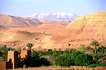 Morocco, Atlas, Ait Ben Haddou Ancient Kasbah (Fortress Buit In Adobe), Mountains Atlas At Rear