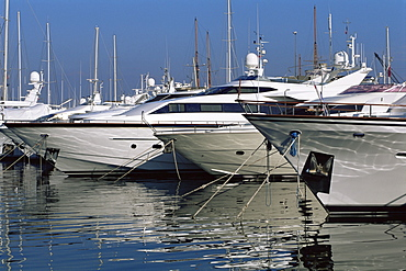 Boats in marina, Antibes, Alpes Maritimes, Cote d'Azur, French Riviera, Provence, France, Mediterranean, Europe
