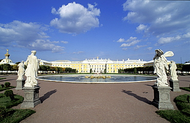 Russia, St-Petersburg, Pedrovorets, Peterhof Palace And Rear Gardens, Statues At Fore