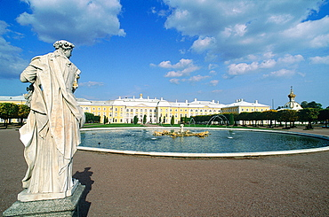 Russia, St-Petersburg, Pedrovorets, Peterhof Palace And Park, Statue At Fore