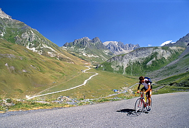 Amateur cyclist on Col Gacibier, Savoie (Savoy), France, Europe