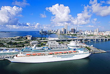 Miami Beach with cruise ship and Miami in the background, Florida, USA