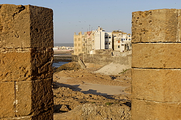 Skala of the Kasbah, a crenellated bastion 300 metres in length, built on the cliffs to protect the city on its seaward side, Essaouira, historic city of Mogador, Morocco, North Africa, Africa
