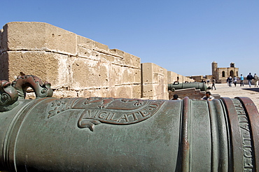 Old cannons, Skala of the Kasbah a mighty crenellated bastion, 300 metres in length, built on the cliffs to protect the city on its seaward side, Essaouira, historic city of Mogador, Morocco, North Africa, Africa