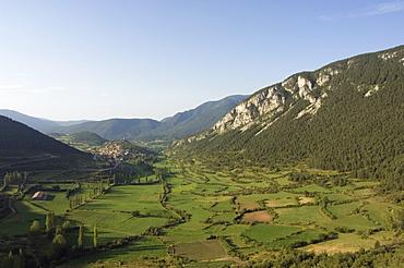 Green fields of Serra del Cadi (Sierra del Cadi) area, Catalonia (Catalunya) (Cataluna), Spain, Europe