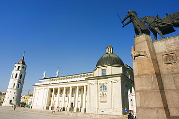 Statue of Grand Duke of Gediminas, cathedral and bell tower established in 13th century by King Mindaugas, rebuilt in 18th century by Laurynas Stuoka-Gucevicius, Old Town, UNESCO World Heritage Site, Vilnius, Lithuania, Baltic States