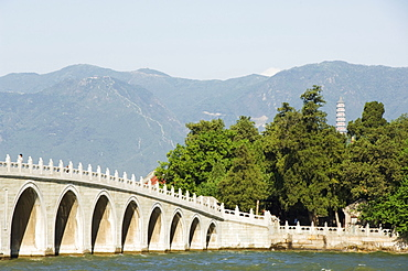 Seventeen Arch Bridge on Kunming Lake, built in 1750 during Emperor Qialong's reign, leads to South Lake Island, Yihe Yuan (The Summer Palace), UNESCO World Heritage Site, Beijing, China, Asia