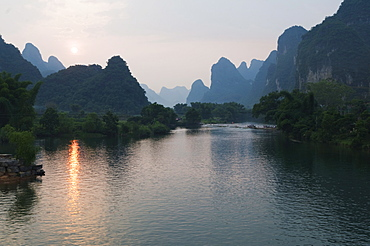Sunset over karst limestone scenery on the Li river (Lijiang) in Yangshuo, near Guilin, Guangxi Province, China, Asia