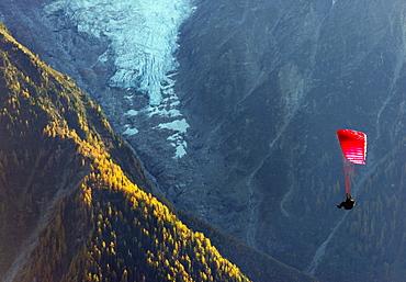 Paraglider, Chamonix Valley, Rhone Alps, Haute Savoie, France, Europe