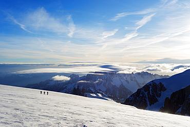 Ski tourer on Mont Blanc and Mont Blanc du Tacul, 4248m, behind, Chamonix, Rhone Alpes, Haute Savoie, France, Europe