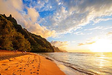 Kalalau beach on the Kalalau trail, Napali Coast State Park, Kauai Island, Hawaii, United States of America, North America