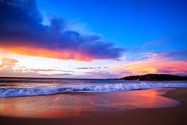 Sunset on Papohaku Beach, Molokai Island, Hawaii, United States of America, North America
