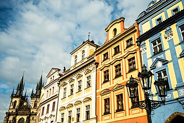 Baroque houses, street lamp and Gothic Tyn Church, Old Town Square, Old Town, UNESCO World Heritage Site, Prague, Czechia, Europe