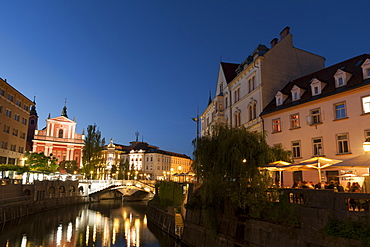 Franciscan Church of the Annunciation and Triple Bridge over the Ljubljanica River at dusk, Ljubljana, Slovenia, Europe
