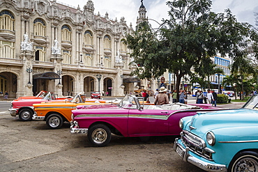 Vintage American cars parking outside the Gran Teatro (Grand Theater), Havana, Cuba, West Indies, Caribbean, Central America