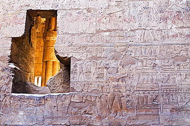 Detail of wall at Luxor Temple, Luxor, Thebes, UNESCO World Heritage Site, Middle Egypt, Egypt, North Africa, Africa