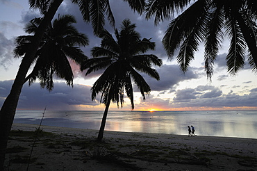 Couple walking on beach, Paradise Cove, Aitutaki, Cook Islands, South Pacific Ocean, Pacific