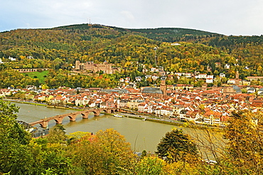 Heidelberg, with Heidelberg Castle on the hill and the Old Bridge over River Neckar, Baden-Wurttemberg, Germany, Europe