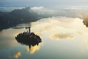 Lake Bled (Blejsko jezero), Bled, Julian Alps, Slovenia, Europe
