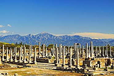 Ancient city of Perge and Taurus Mountains, Antalya Province, Anatolia, Turkey, Asia Minor, Eurasia