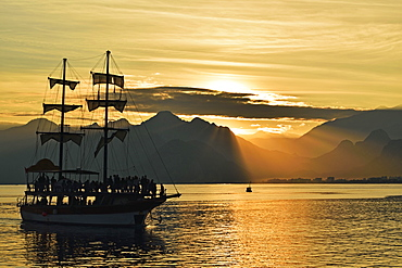Sunset, view from Antalya of Taurus Mountains and Mediterranean Sea, Antalya Province, Anatolia, Turkey, Asia Minor, Eurasia