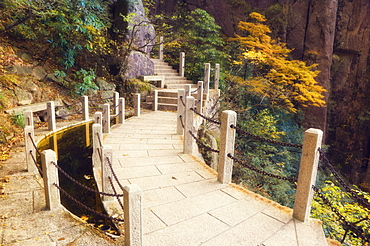 Footpath, White Cloud scenic area, Huang Shan (Yellow Mountain), UNESCO World Heritage Site, Anhui Province, China, Asia