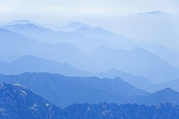 Haze, Jade Screen scenic area, Huang Shan (Yellow Mountain), UNESCO World Heritage Site, Anhui Province, China, Asia