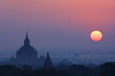 Sunrise, Bagan (Pagan), Myanmar (Burma), Asia
