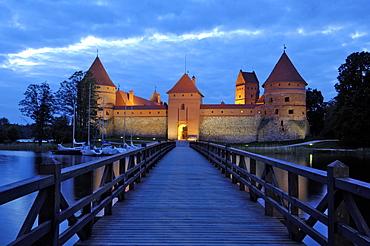 Trakai Castle illuminated at night, Trakai, near Vilnius, Lithuania, Baltic States, Europe