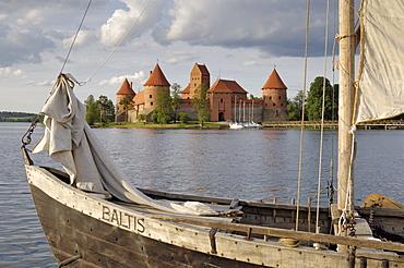 Traditional boat and Trakai Castle, Trakai, near Vilnius, Lithuania, Baltic States, Europe