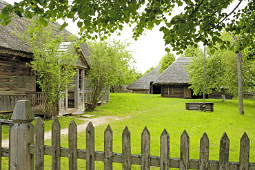 Traditional Lithuanian farmsteads from the Aukstaitija region, Lithuanian Open Air Museum, Rumsiskes, near Kaunas, Lithuania, Baltic States, Europe