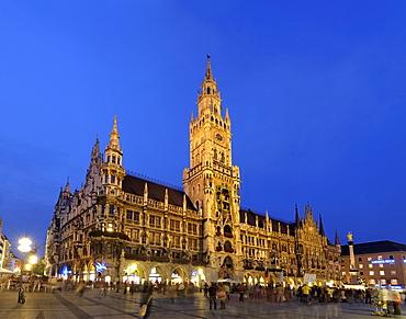 Neues Rathaus (New Town Hall), Marienplatz, at night, Munich (Munchen / Muenchen), Bavaria (Bayern), Germany