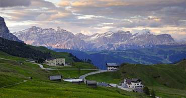 View from Passo di Gardena (Grodner Joch) looking towards the Kreuzkofel Gruppe (Sasso della Croce), Dolomites, Italy