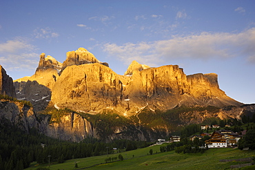 Sella Gruppe and Colfosco at dawn, Dolomites, Italy, Europe